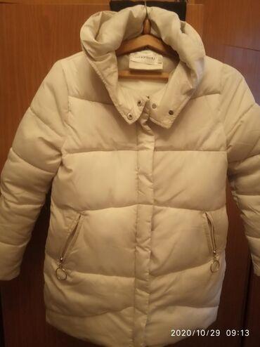 Продаю куртку женскую белая состояние новой,одевала 2-3 раза размер