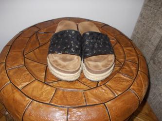 Aro 24 3 mt - Kraljevo: Papuce kao nove par puta obuvene, broj je 39, duzina gazista 24.5
