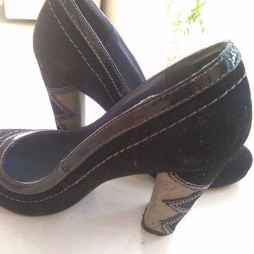 razmer 38 39 в Кыргызстан: Туфли на каблуке, одеты пару раз, состояние хорошее