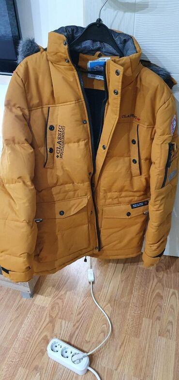 Nova jakna, strukirana (struk se moze podesavati) nije ni jednom obuc