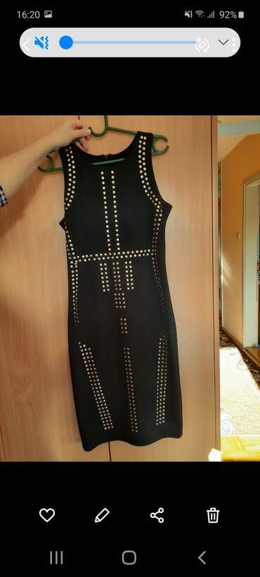 Duzina cm sirina - Srbija: Crna haljina sa zlatnim detaljima, 90% poliester i 10%elastin. Na etik