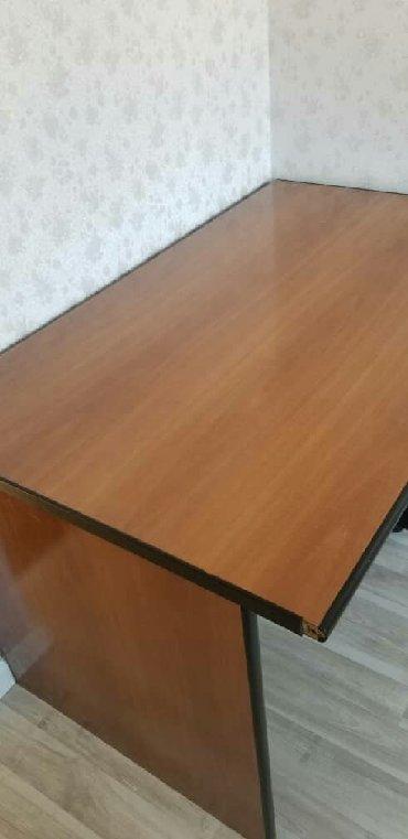 стол большой для дома в Кыргызстан: Срочно продаю угловой стол для офиса . размеры 130х160 R130. большой