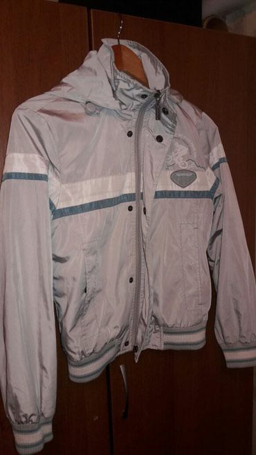 Куртка ветровка(700сом),кофта(500сом) на 7-10 лет в Бишкек