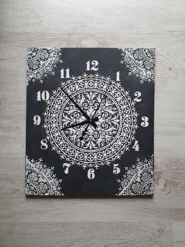 Kuća i bašta - Vrsac: Zidni sat dimenzija 39x45cm. Sat je nekoriscen sa novim besumnim