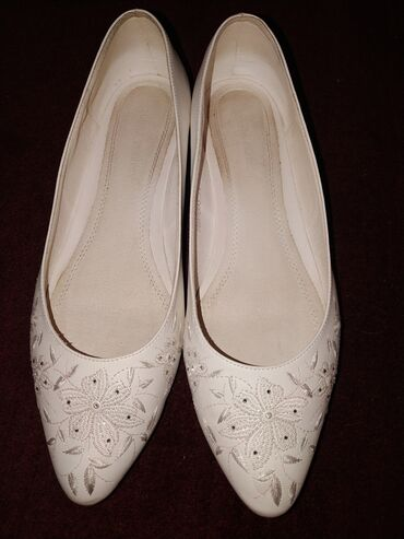 Туфли размер 11 (42-43) состояние идеальное. Обувала 1 раз. Цена 1800