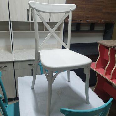 Стуля пластмасса новая и стол