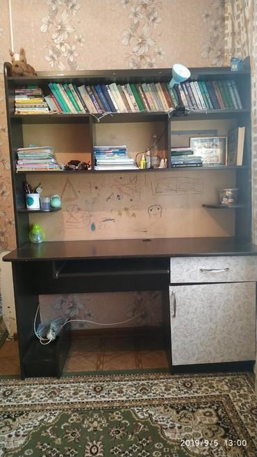 Продаю компъютерный стол в отличном состоянии
