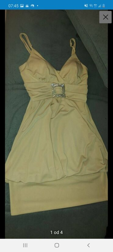 Svecana haljina,nosena mozda dva puta,jedino mi se zbog snale