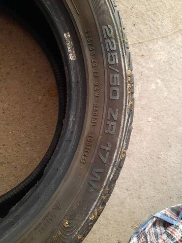 225 50 17 зимние шины в Кыргызстан: Продаю шину одну штуку 225/50/R17 на запаску есть не большая шишка