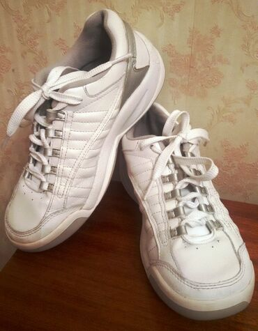 детская обувь 12 см в Азербайджан: Обувь в отличном состоянии, одели пару раз. Каждая пара по 12 ман, кто