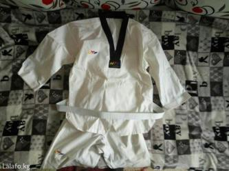 Продаю форму для тхэквондо примерно 10-12 лет почти новая одевали раз