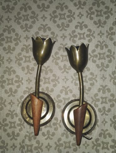 Par zidnih lampi, od mesinga i drveta, prelepe, u obliku lala. Visine - Belgrade