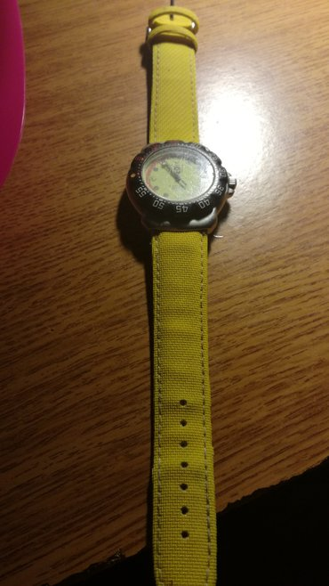 Men's watch with a yellow strap. Needs new battery. σε Kamatero