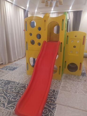 Другие товары для детей - Кыргызстан: Продается новая детская горка,отличного качества!!!Горка выполнена в