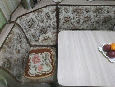 т т к н 2 класс в Кыргызстан: Продаю кухонный уголок, стол и 2 табуретаВ отличном состоянииУголок