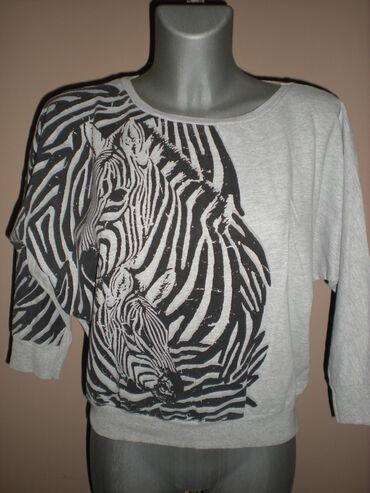 DUKS ZEBRA PRINTTanji duks Denim, sive boje, sa srebrno-crnim zebra