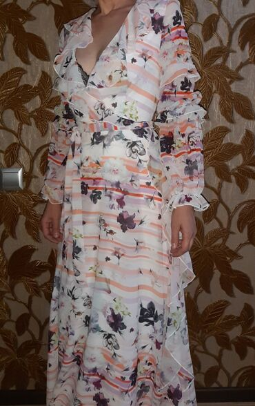 пышное кружевное платье в Кыргызстан: Срочно продаю шикарные новые платья . Фирмы Bebe . Купили в Дубае