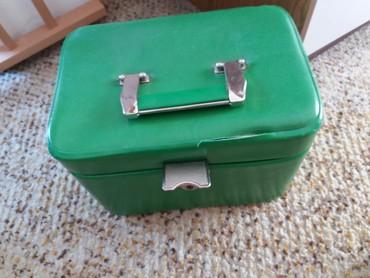 Kofer za make up, veliki,prostran, ima delove za cetkice - Vrsac