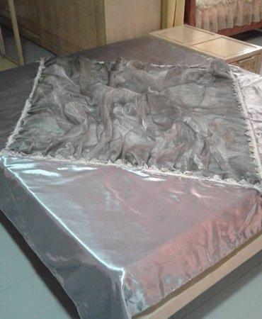 Большое эффектное покрывало б/у-подойдет для любой кровати. в Бишкек