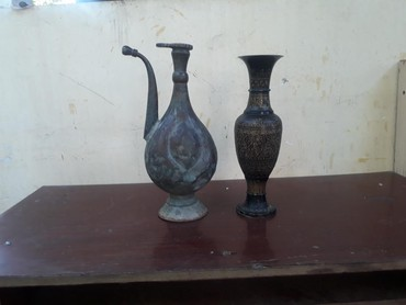 Антикварные вазы в Кыргызстан: Продаю старинный медный кувшин и вазу