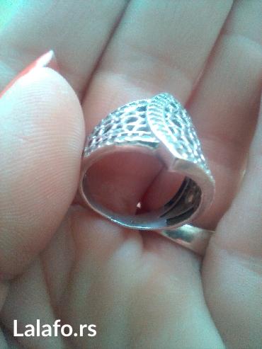 Srebrni prsten,srebro 925 vel. 16 mm. Veoma neobicnog oblika,izgleda - Cuprija