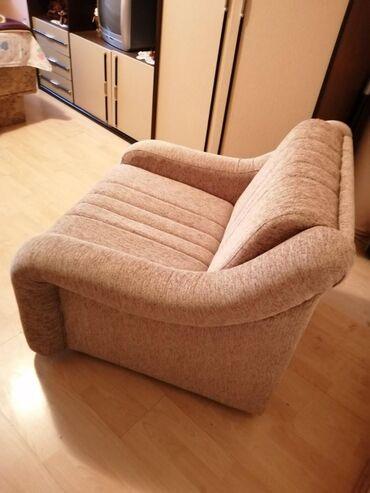 Na prodaju fotelja,tapacirana,potpuno nova i preudobna