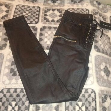 женские-черные-брюки в Азербайджан: Koja Walvar tezedi 43Azne alinib. Satilir 20 Azn. Rengi qaradi