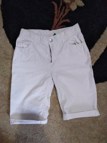 Dečija odeća i obuća - Uzice: Beneton bele bermude
