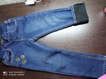 Джинсы - Бишкек: Продаю джинсы утеплённые.5-7 лет.Цена 300 сом