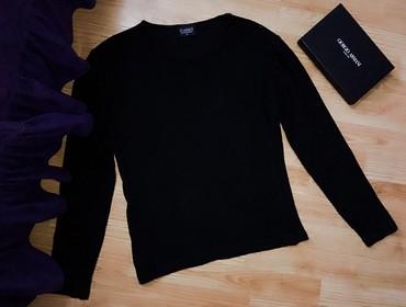 Od viskoze - Srbija: Crna bluza/duks od viskoze, materijal nije ravan, rebrasti je. M