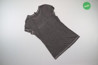 Жіноча футболка з написом Benetton, р. XS   Довжина: 60 см Напівобхват