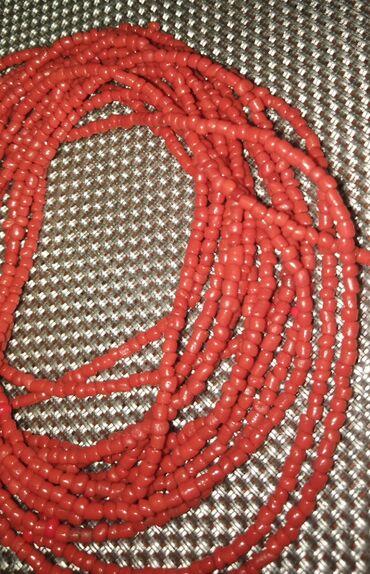 Duga leprsava haljina - Crvenka: DUGACAK LANAC OD SITNIH KORALNE BOJE PERLICA. VI GA REGULISETE
