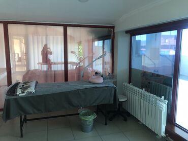 salon krasoty v centre goroda в Кыргызстан: Сдается кушетка в очень уютном кабинете. С Новым ремонтом и красивым