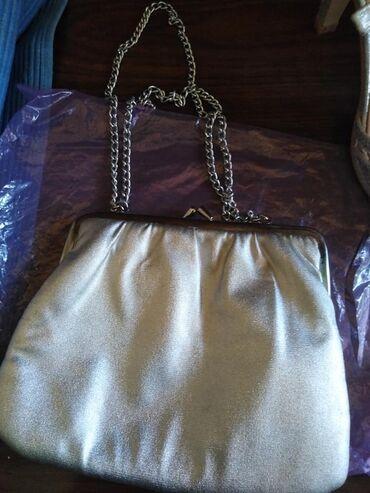 Mona torba - Srbija: Mala elegantna svecana torbica.srebrne boje.sa postavom,mekana.lancic