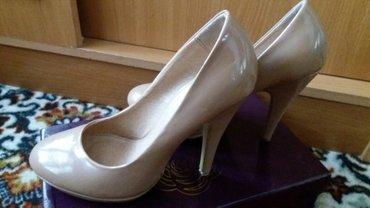 замшевые туфли бежевого цвета в Кыргызстан: Лаковые туфли 35 размер (Колин Стюарт).Цвет темно-бежевый.400 сом