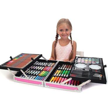 Набор юного художника в чемодане. В нем есть все необходимое для