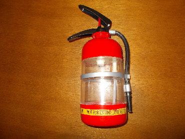 Ostalo | Lazarevac: Plastična protivpožarna boca - ukras, mada može i da prska vodom kad