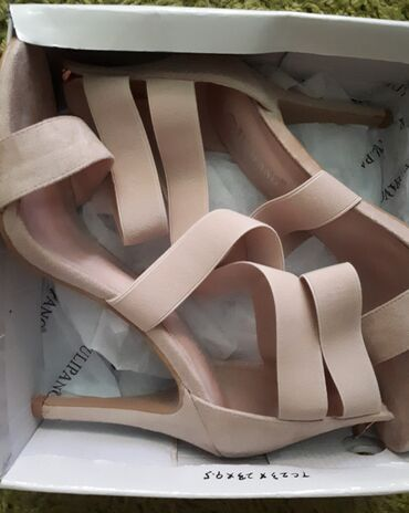 Ženska obuća | Rumenka: Prodajem sandale na štiklu, kupljene u Gloriji