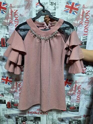 Продаю 2 платья розовое на 10 лет,блестящее серое на 11-12лет. Одевала