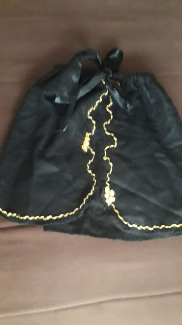 Nova crna suknja za devojcice, zimska, Primark.velicina za 7 do 9 g