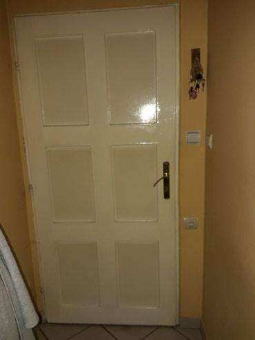 Vrata dimenzije 195×85 ocuvana..potrebno farbanje..ovo je unutrasnja - Subotica