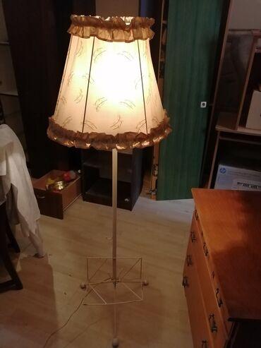 Stara lampa sa staklom za novine, u dobrom stanju, za više informacija