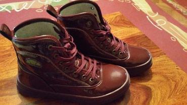 Ellesse duboke lakovane zimske cipele.Jako tople i ne promocive ,br. - Crvenka