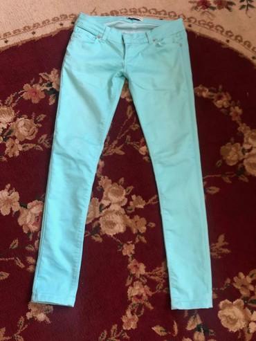 женские летние джинсы в Азербайджан: Женские джинсы (Турция).Цвет очень насыщенный . W-30 L-32