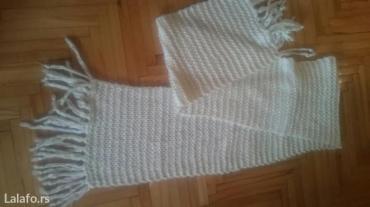 Jesenji-mantil-moderan-crno-beli-efektan-strukiran - Srbija: Beli dugi šal, jako moderan i kvalitetan