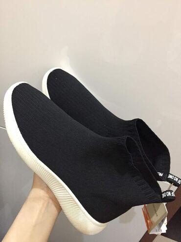 Новые кроссовки  оригинал pull&bear  размер:38