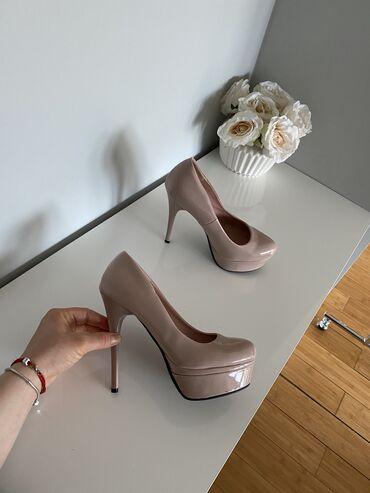 Lakovane cipele na platformu,velicina 38