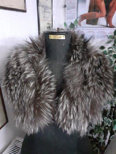Krzneni kaputi - Sremska Mitrovica: Kragna od srebrne lisice Prirodno krzno