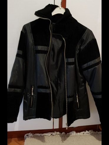 Snizene! Zimska zenska jakna. Malo je podrana, vidi se na slikama gde, - Jagodina