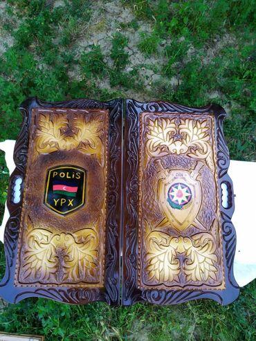 Uzerine DIN emblemi ve yazisi islenmis qoz agacindan Diplomat Nerd